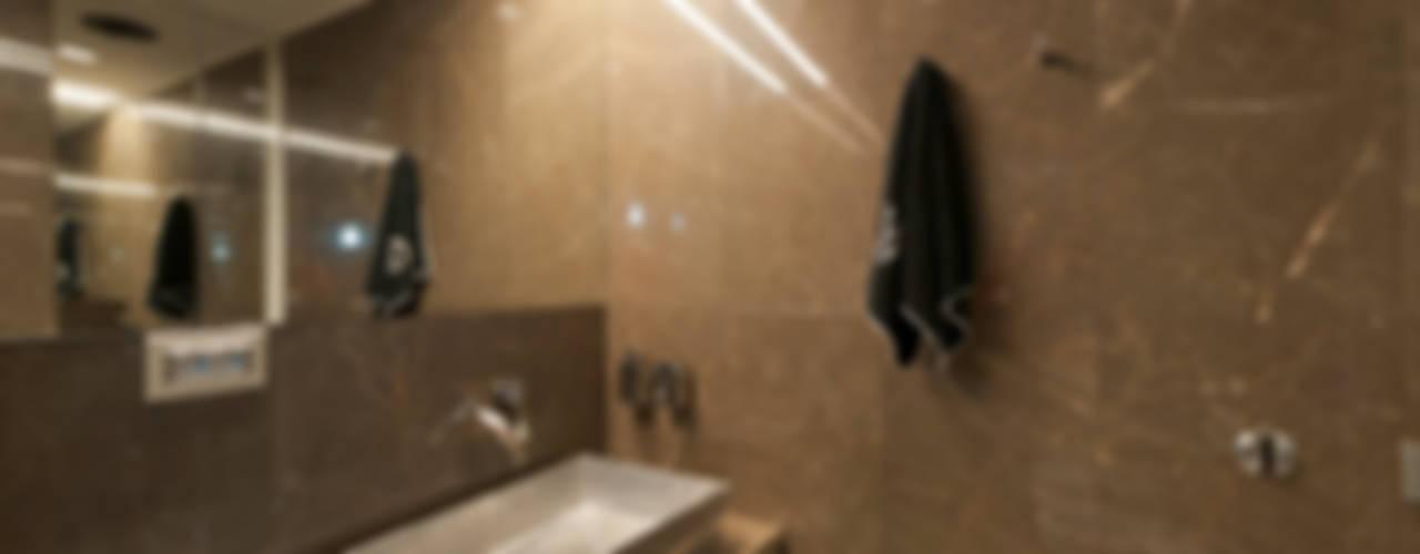 モダンスタイルの お風呂 の studiodonizelli モダン