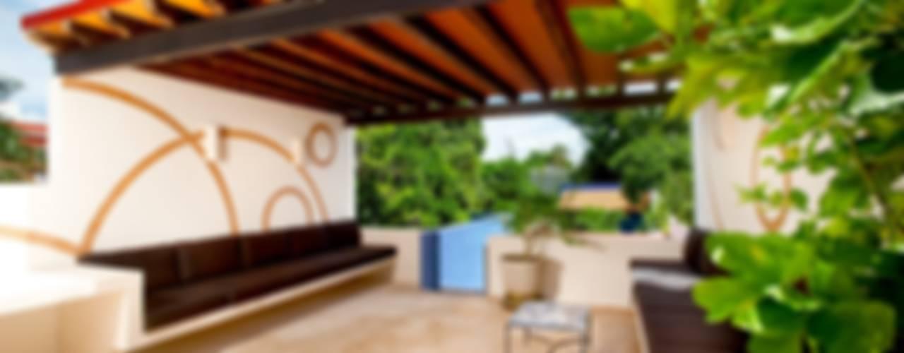 Mediterranean style balcony, veranda & terrace by Taller Estilo Arquitectura Mediterranean