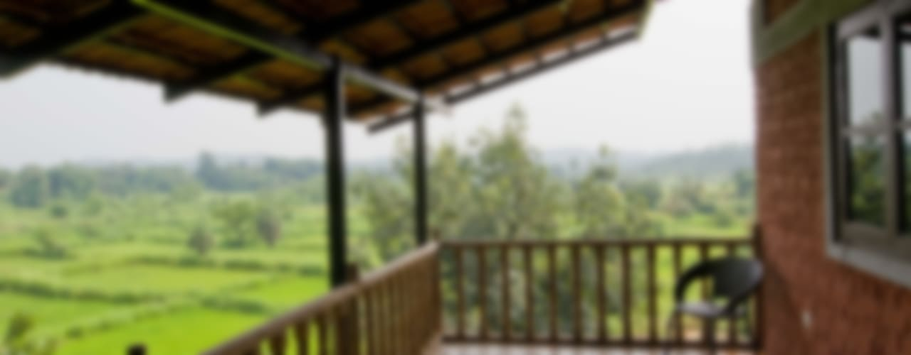 Residence at Sonale village M+P Architects Collaborative Rustic style balcony, veranda & terrace