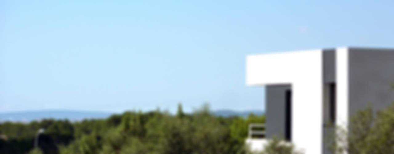 """VIVIENDA UNIFAMILIAR AISLADA EN """"VIÑAS DE SON VERÍ"""", MALLORCA Casas de estilo moderno de JAIME SALVÁ, Arquitectura & Interiorismo Moderno"""