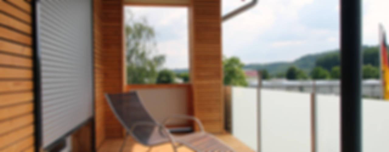 Umstrukturierung und Sanierung eines EFH:  Balkon von tbia - Thomas Bieber InnenArchitekten
