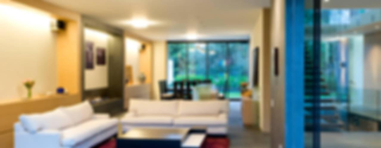 House V 现代客厅設計點子、靈感 & 圖片 根據 Serrano Monjaraz Arquitectos 現代風