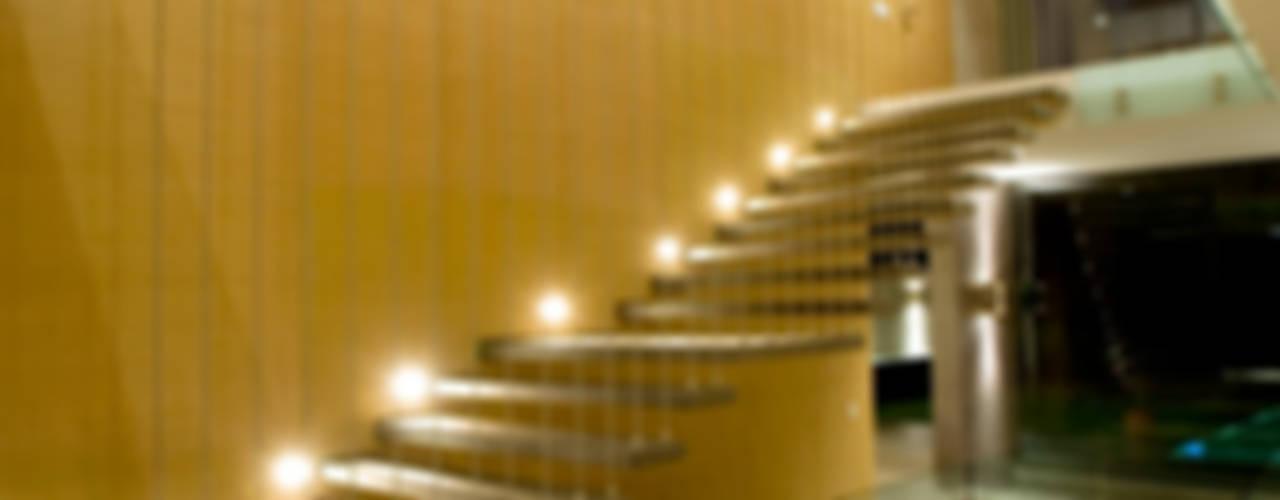 House V Modern corridor, hallway & stairs by Serrano Monjaraz Arquitectos Modern