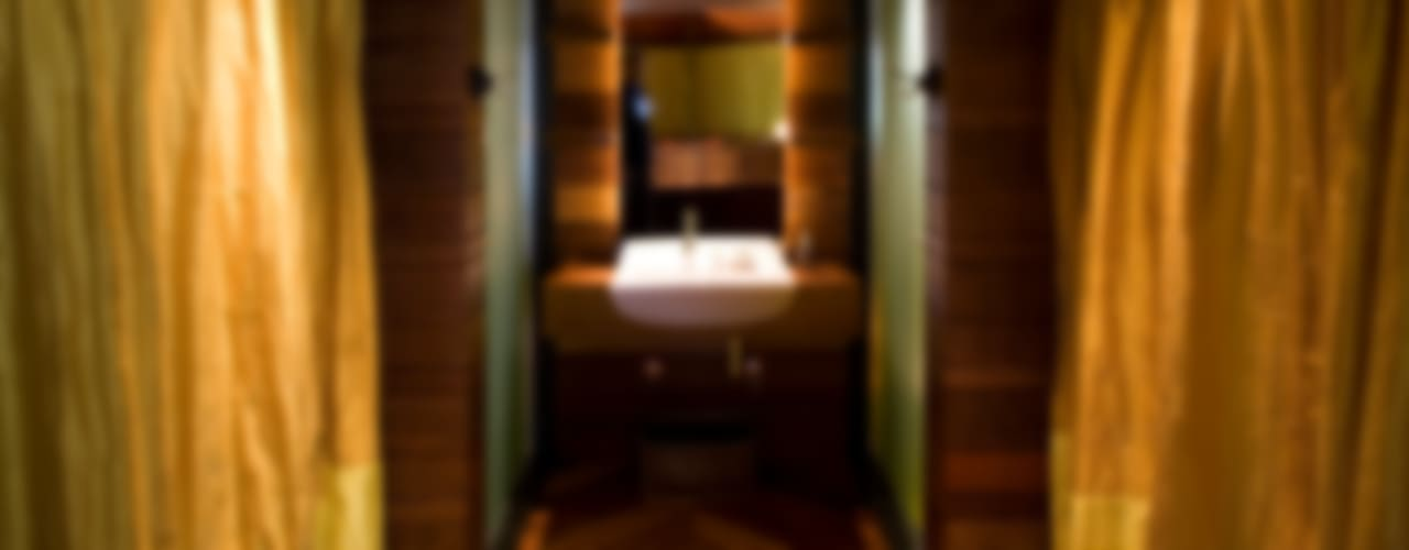 Casa Folha: Banheiros  por Mareines+Patalano Arquitetura