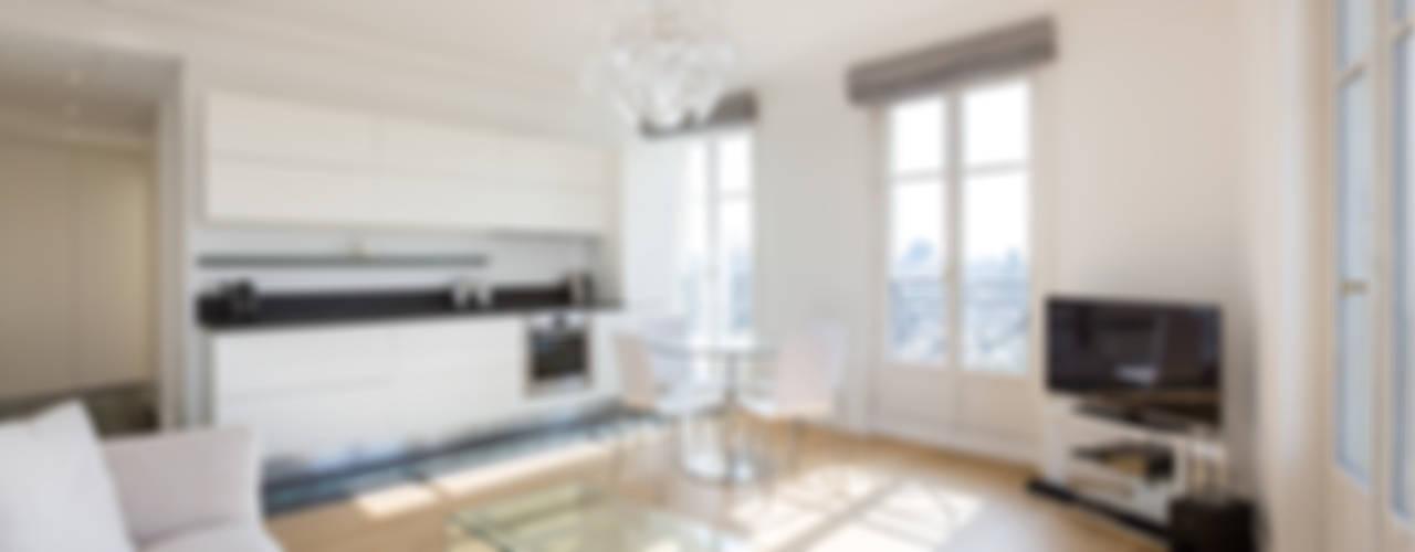 Soggiorno minimalista di Agence Manuel MARTINEZ Minimalista