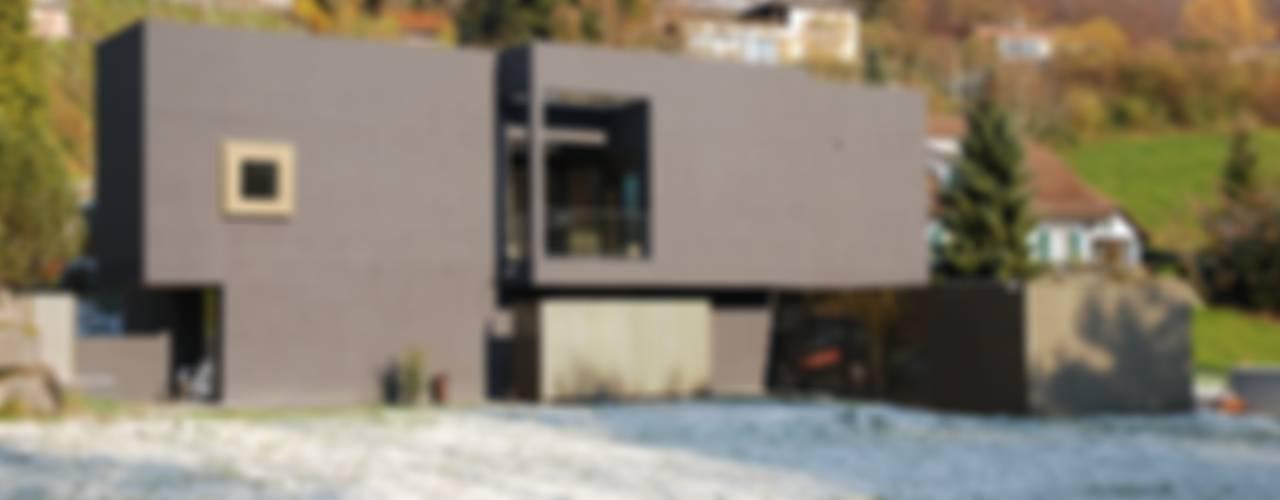 Case moderne di raum.werk.plus. architektur + raumdesign Moderno