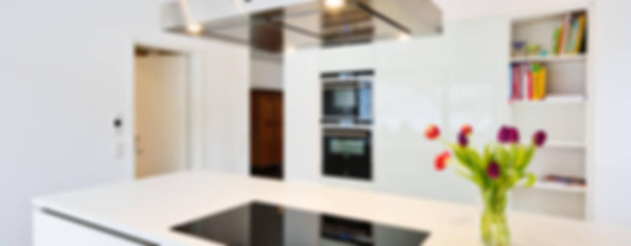 Z House, Single Family home in Seeheim, Germany Nowoczesna kuchnia od Helwig Haus und Raum Planungs GmbH Nowoczesny