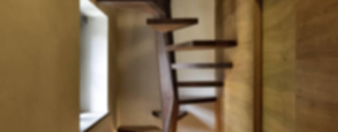 Pasillos, vestíbulos y escaleras modernos de Elia Falaschi Fotografo Moderno