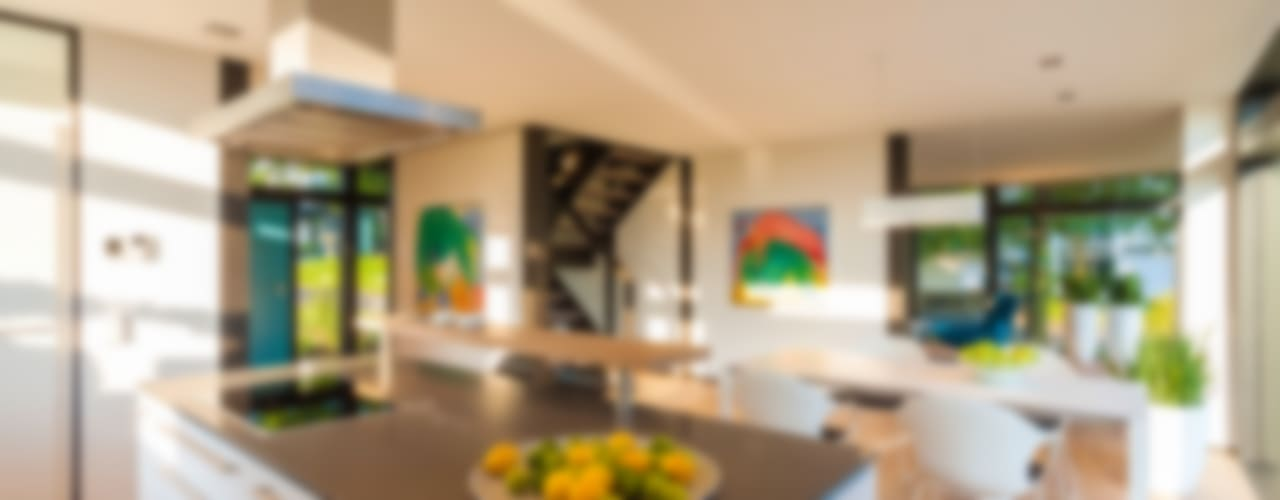 Cocinas de estilo moderno por HUF HAUS GmbH u. Co. KG