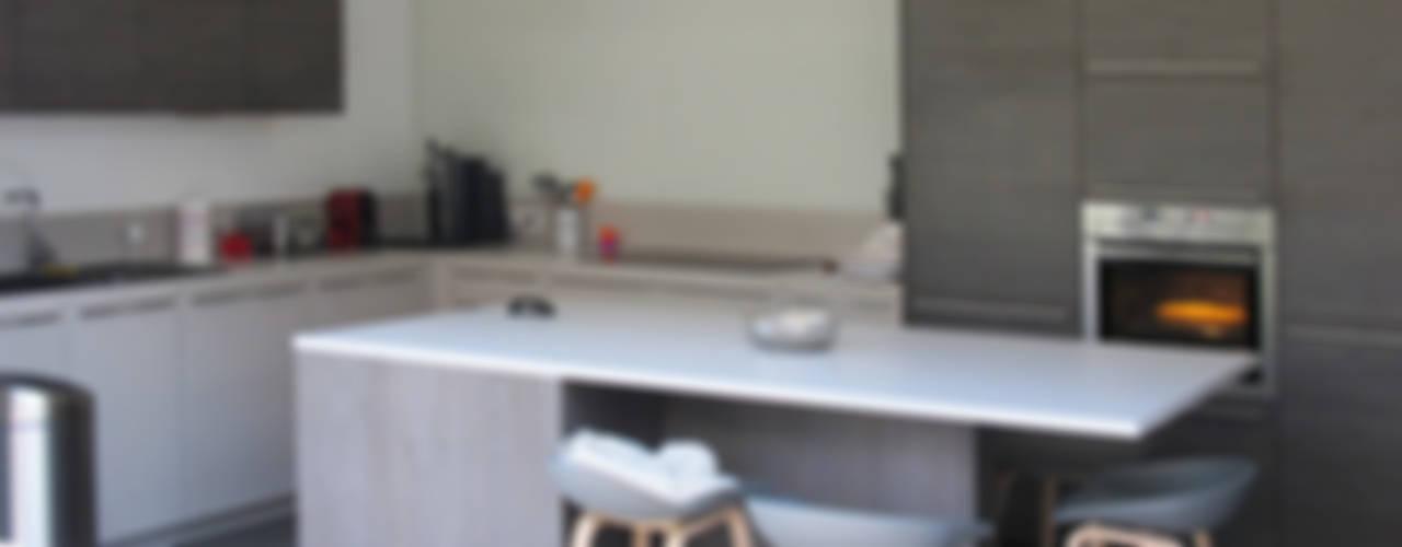 Cozinhas modernas por Jean-Paul Magy architecte d'intérieur Moderno