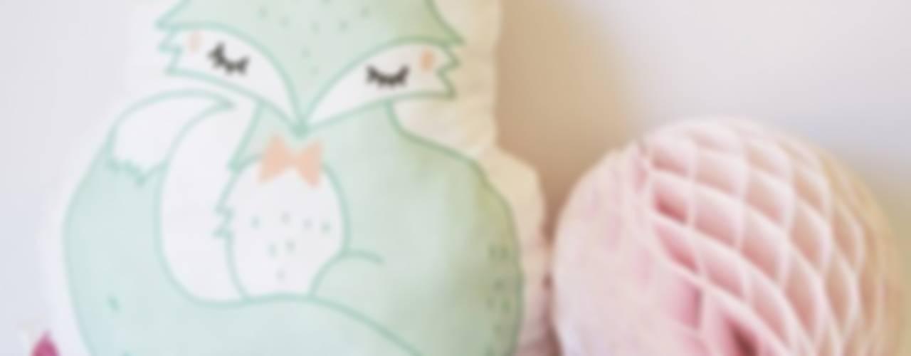 COUSSIN FAIT-MAIN : LE RENARD DORT TARD par Charlotte and the teapot