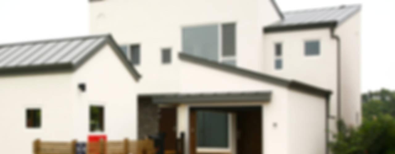Casas modernas por 삼간일목 (Samganilmok) Moderno
