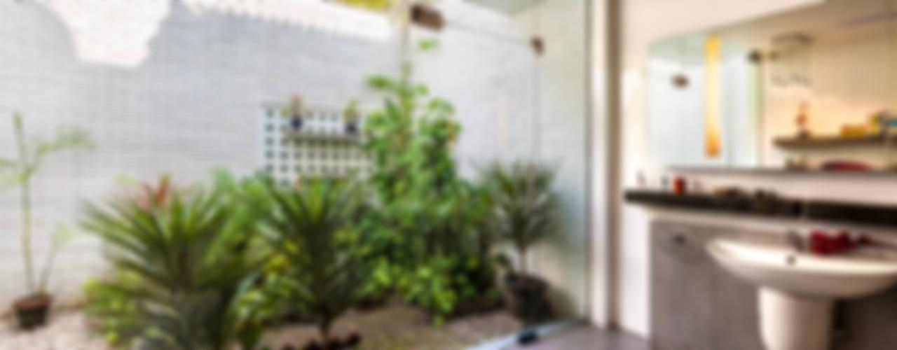 G Farm House Eclectic style bathroom by Kumar Moorthy & Associates Eclectic