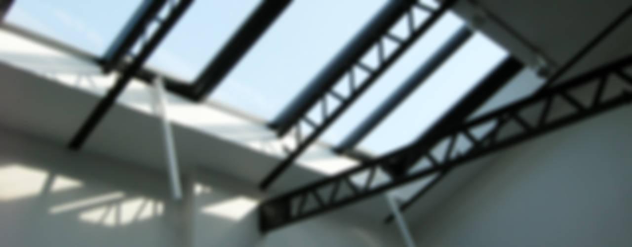 Puertas y ventanas de estilo moderno de Barbara Sterkers , architecte d'intérieur Moderno