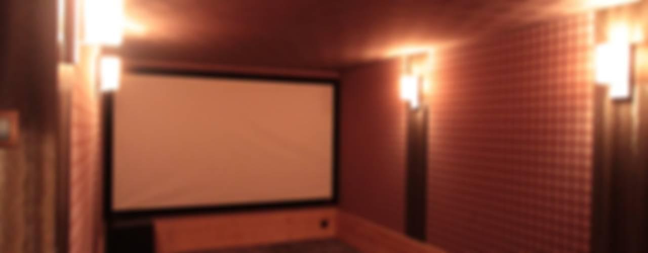 Salle de cinéma et home cinéma Salle multimédia rustique par Design et Intérieur Rustique