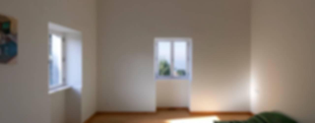 Quinta H | eco-remodelação| Madeira Quartos rústicos por Mayer & Selders Arquitectura Rústico