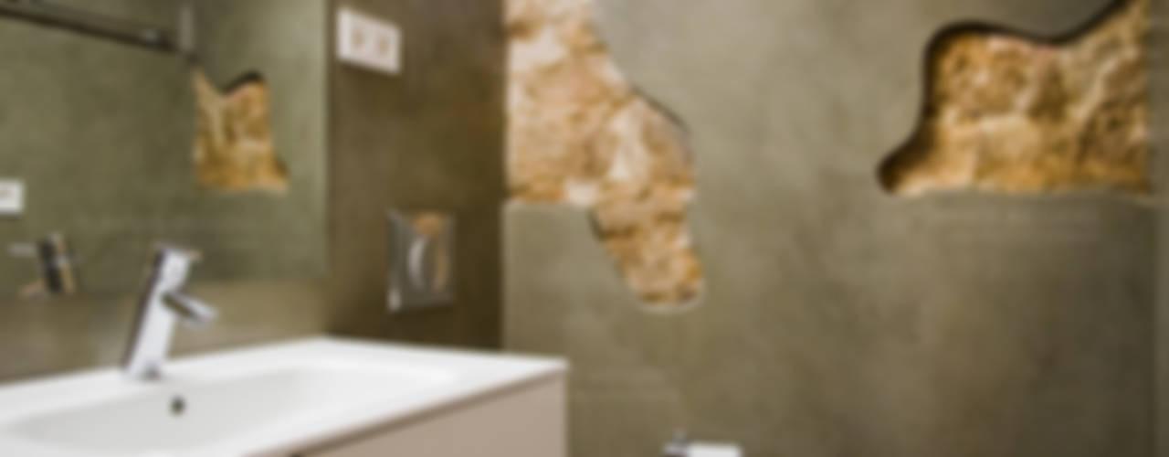 Restaurar vivienda en finca gótica Baños de estilo rústico de Torres Estudio Arquitectura Interior Rústico