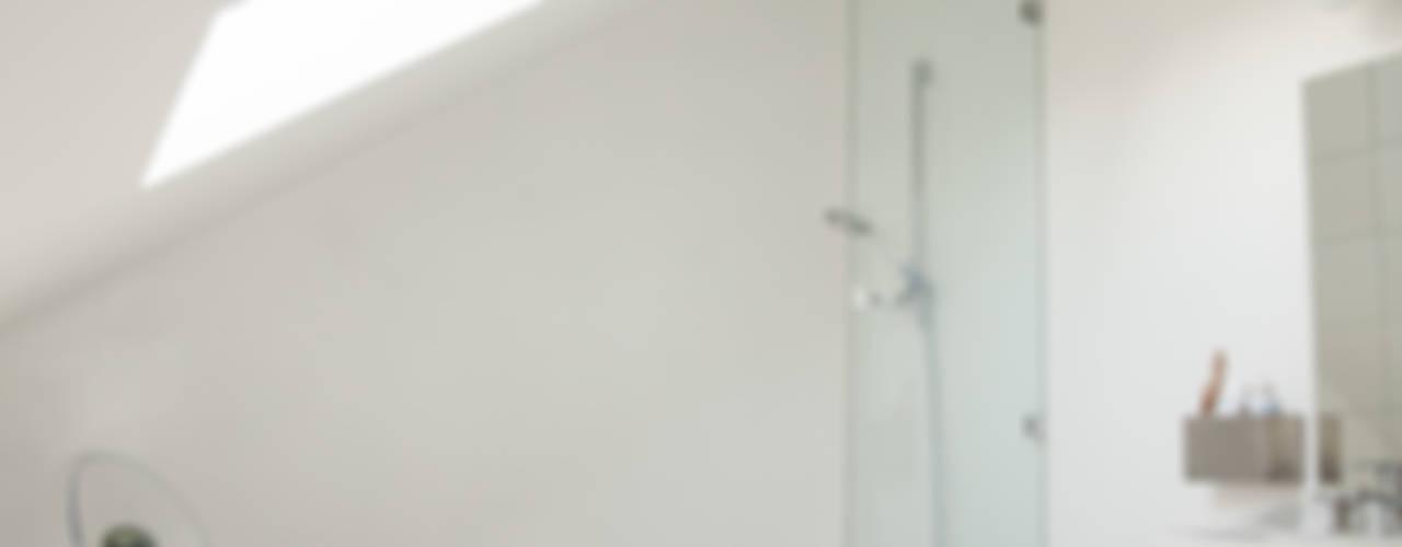 Le contemporain épouse l'ancien Salle de bain originale par mllm Éclectique
