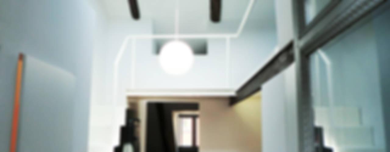 Una mansarda piccola piccola... Case in stile minimalista di Di Origine Progettuale DOParchitetti Minimalista