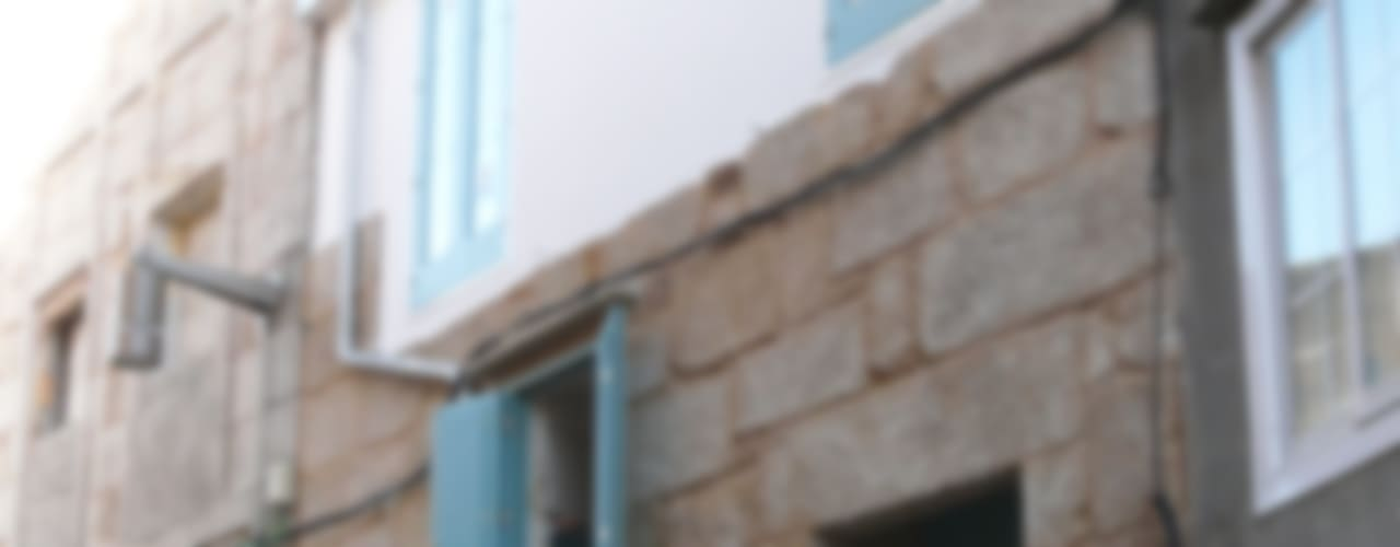 Modern windows & doors by Estudio de Arquitectura Sra.Farnsworth Modern