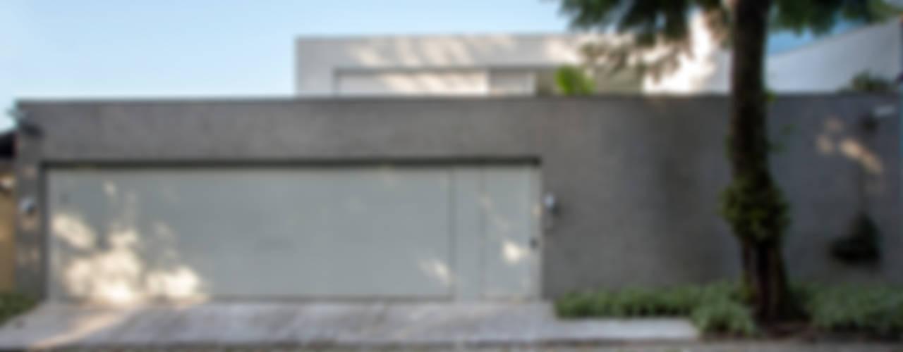 Mirante House Moderne Fenster & Türen von Gisele Taranto Arquitetura Modern