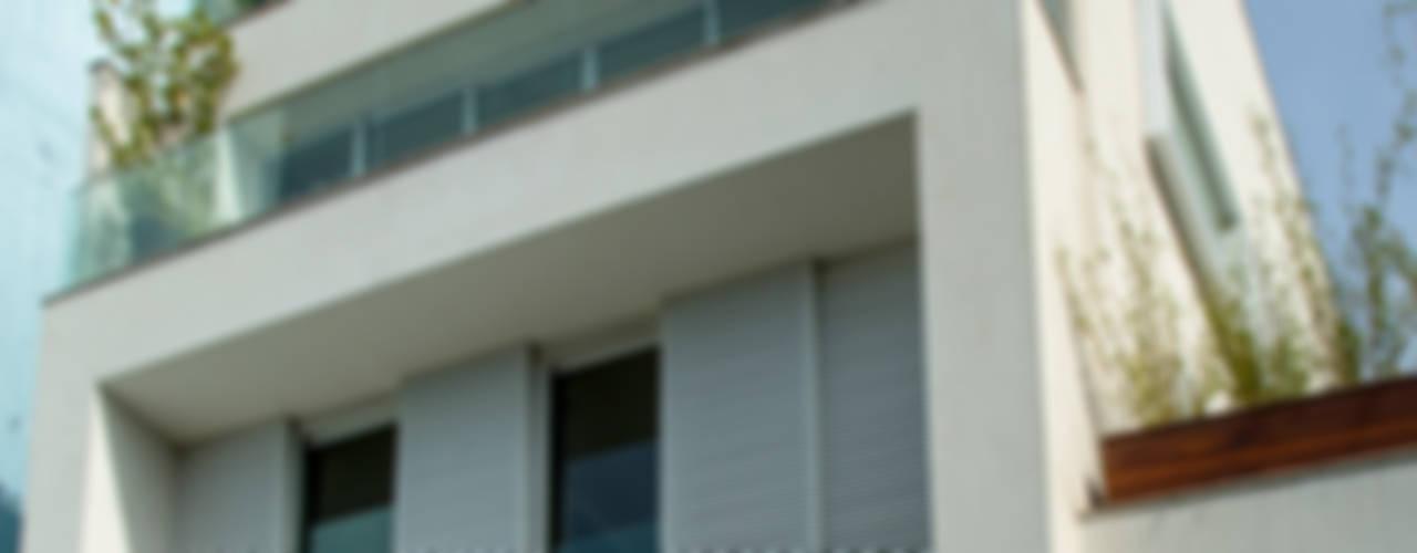 Mirante House Case moderne di Gisele Taranto Arquitetura Moderno