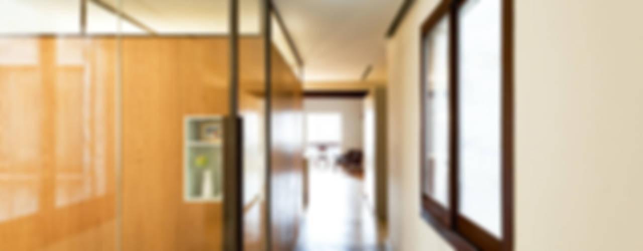La ventana indiscreta Dormitorios de estilo moderno de ACABADOMATE Moderno