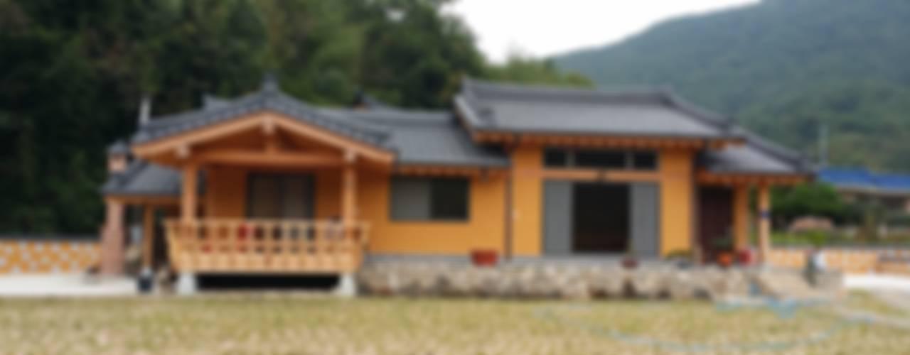 친환경주택 황토집: 황토와나무소리의  주택