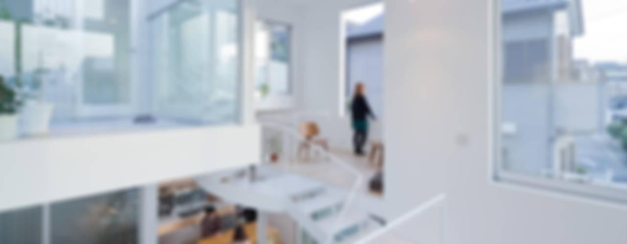 茶屋が坂の家 モダンデザインの リビング の 近藤哲雄建築設計事務所 モダン