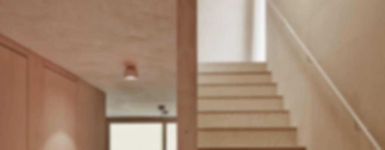 Gang en hal door Innauer-Matt Architekten ZT GmbH,