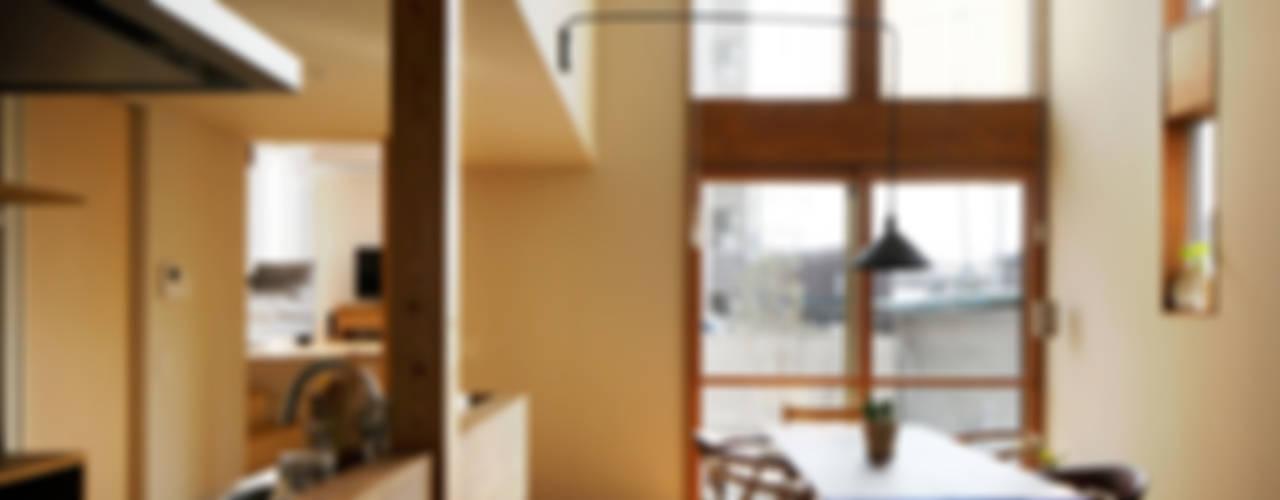 5人家族の家: アトリエKUKKA一級建築士事務所/ atelier KUKKA  architects が手掛けたダイニングです。,モダン