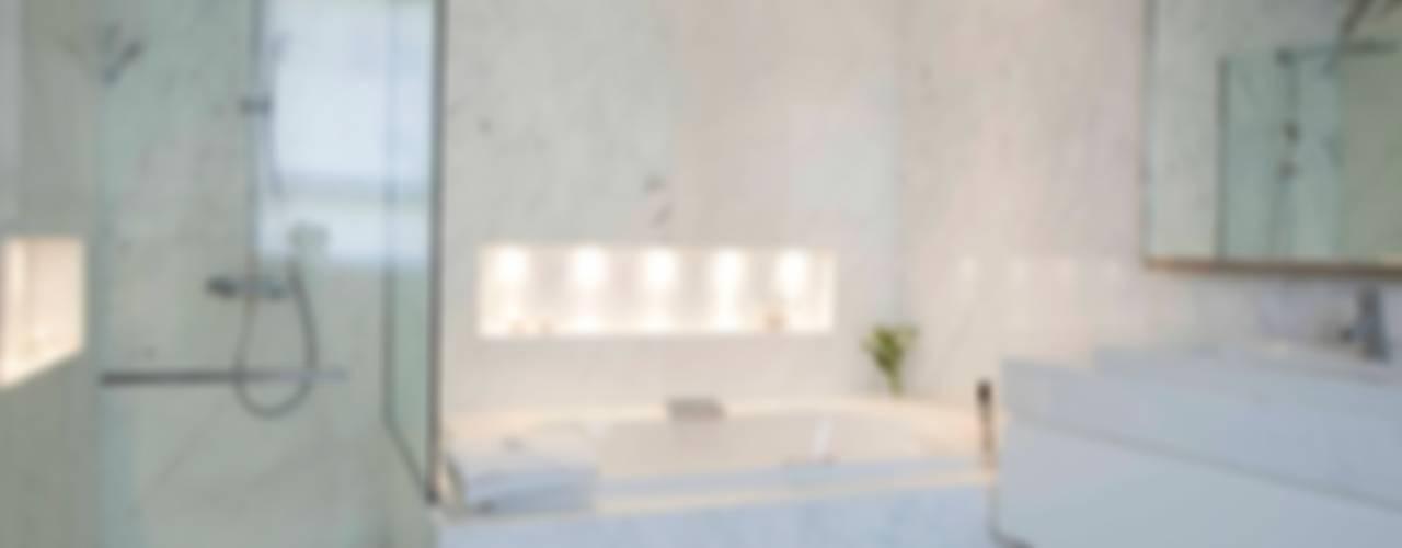 Modern bathroom by LIVE IN Modern