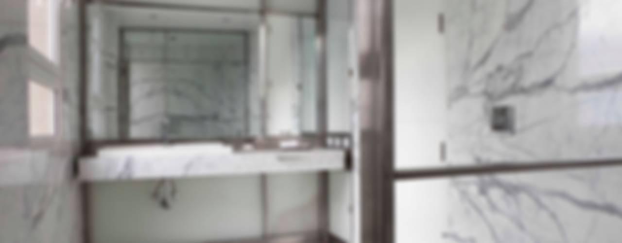 Baños by Brukman Chechik Arquitectos Baños modernos de LIVE IN Moderno