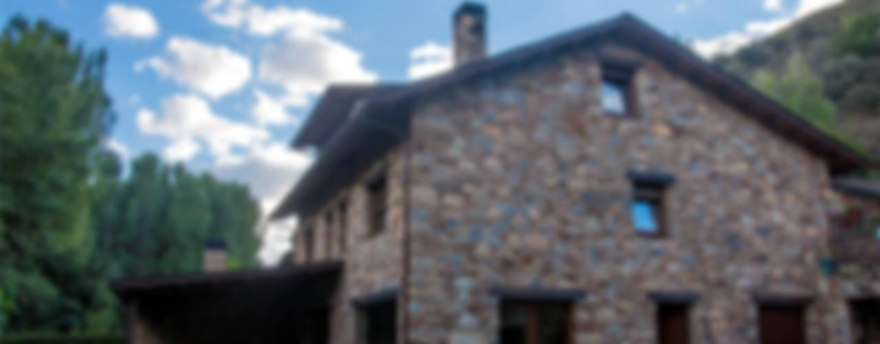 Reforma de vivienda en O Bierzo (León) de Küpu Muebles Inesperados Ecléctico
