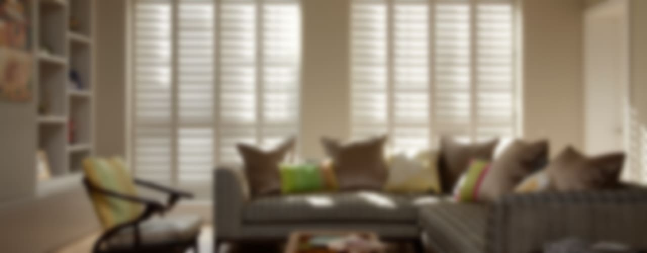 Living Room Shutters van The New England Shutter Company Klassiek