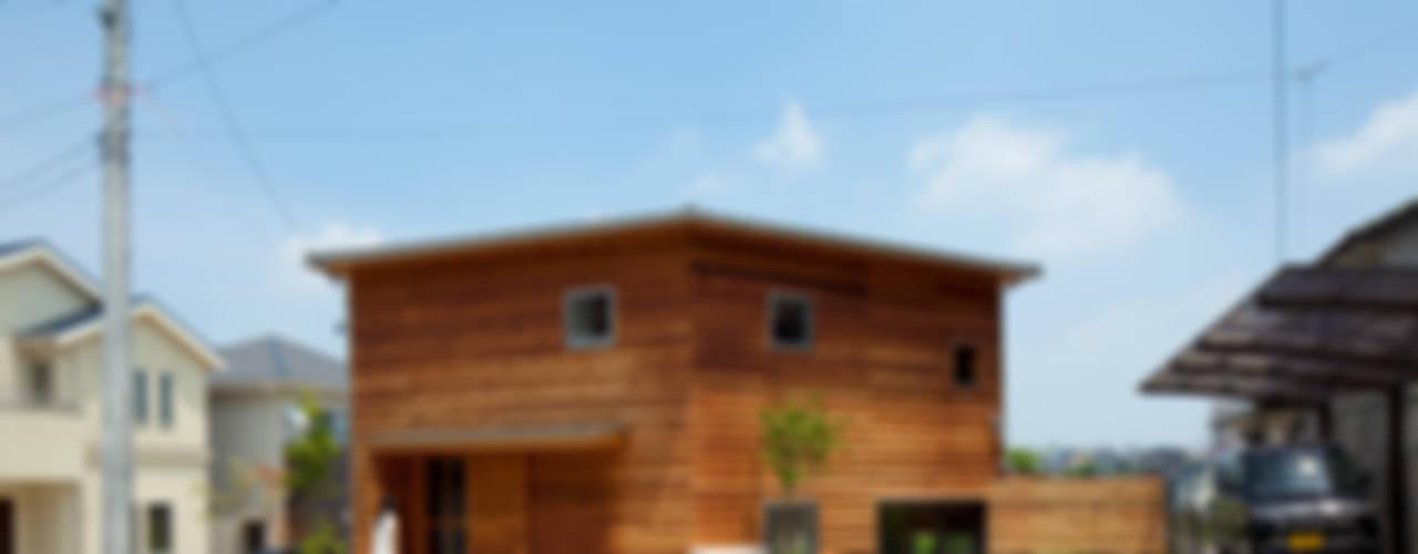 The Frontier House Casas eclécticas de 株式会社間宮晨一千デザインスタジオ Ecléctico
