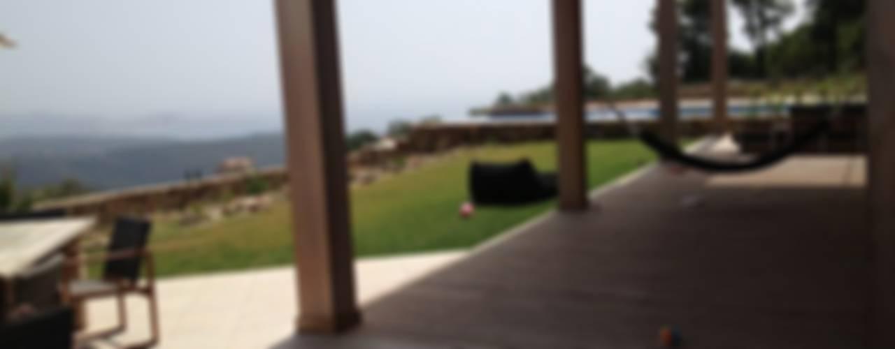 Villa Mas Nou Spanje:  Terras door TenBrasWestinga ARCHITECTUUR / INTERIEUR en STEDENBOUW, Mediterraan