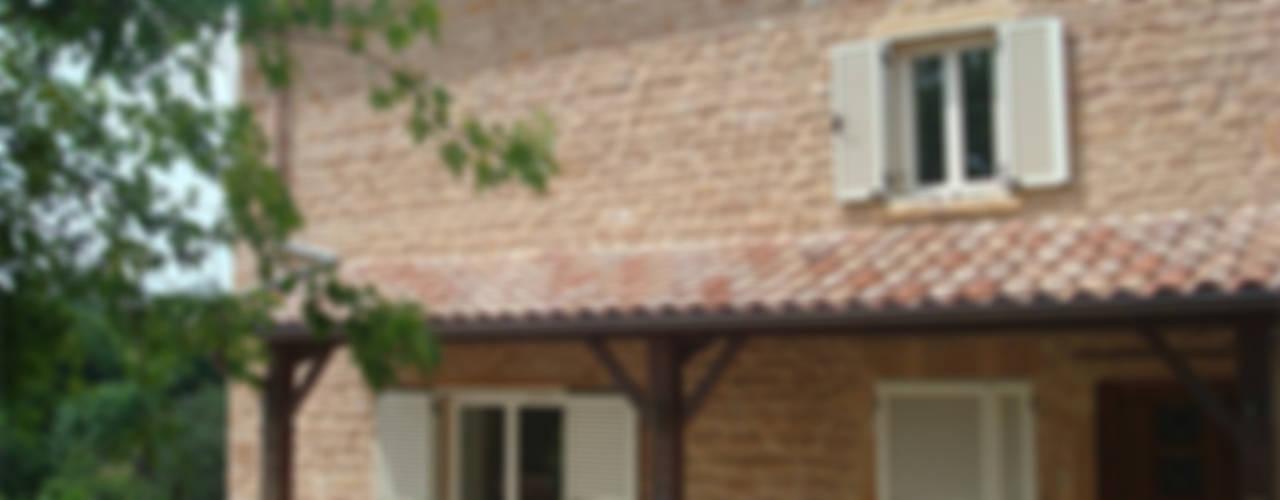 Maison individuelle Maisons classiques par De l'Art à la Matière Classique