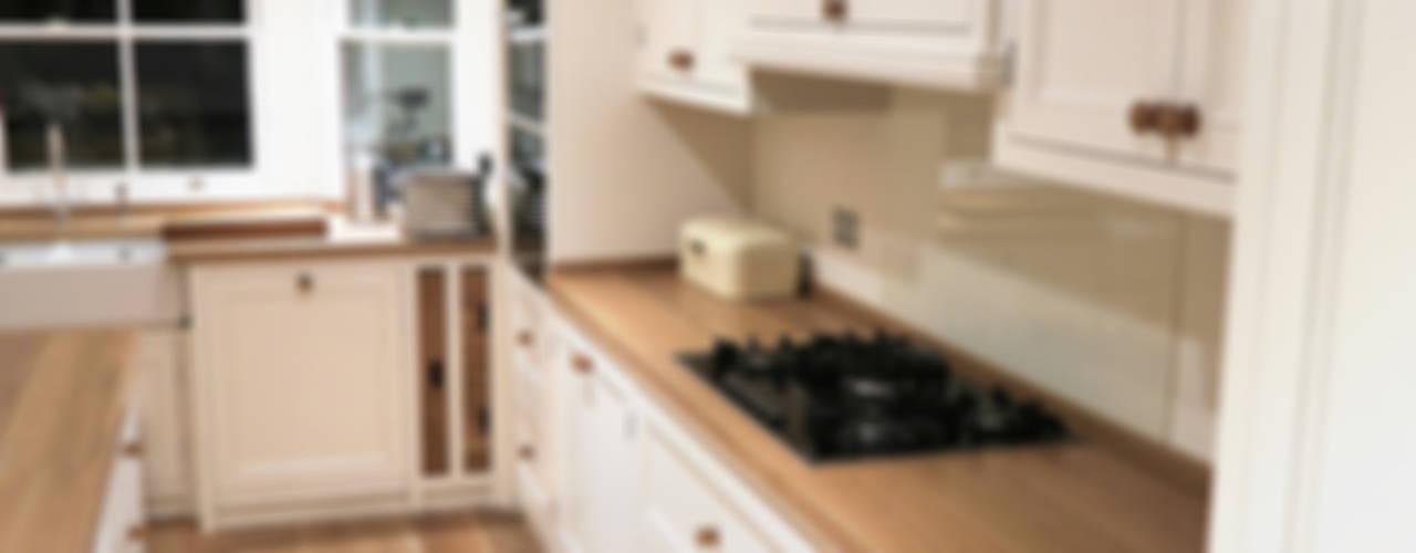Casas de estilo  por NAKED Kitchens, Clásico