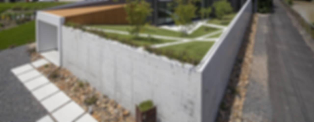 Secret Garden モダンな 家 の bandesign モダン