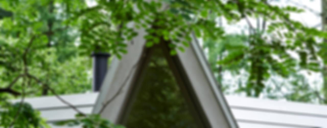 Forest House Portas e janelas modernas por カスヤアーキテクツオフィス(KAO) Moderno