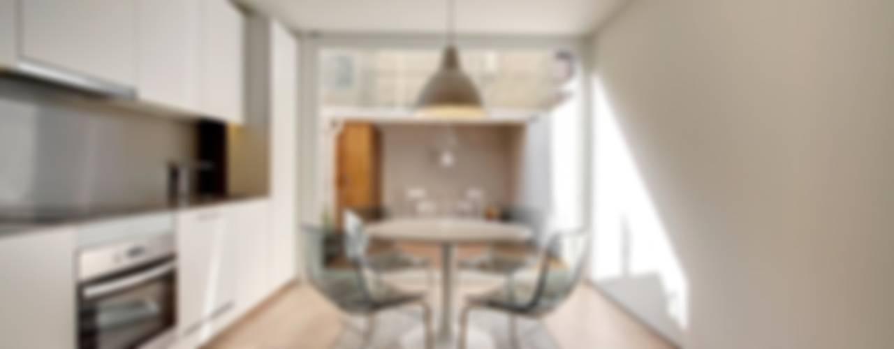 Estudios y bibliotecas de estilo minimalista de Lara Pujol | Interiorismo & Proyectos de diseño Minimalista