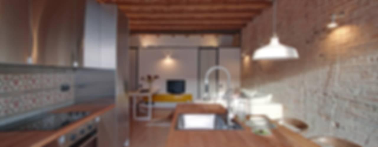 ÀTICO EN GRACIA Comedores de estilo mediterráneo de Lara Pujol | Interiorismo & Proyectos de diseño Mediterráneo