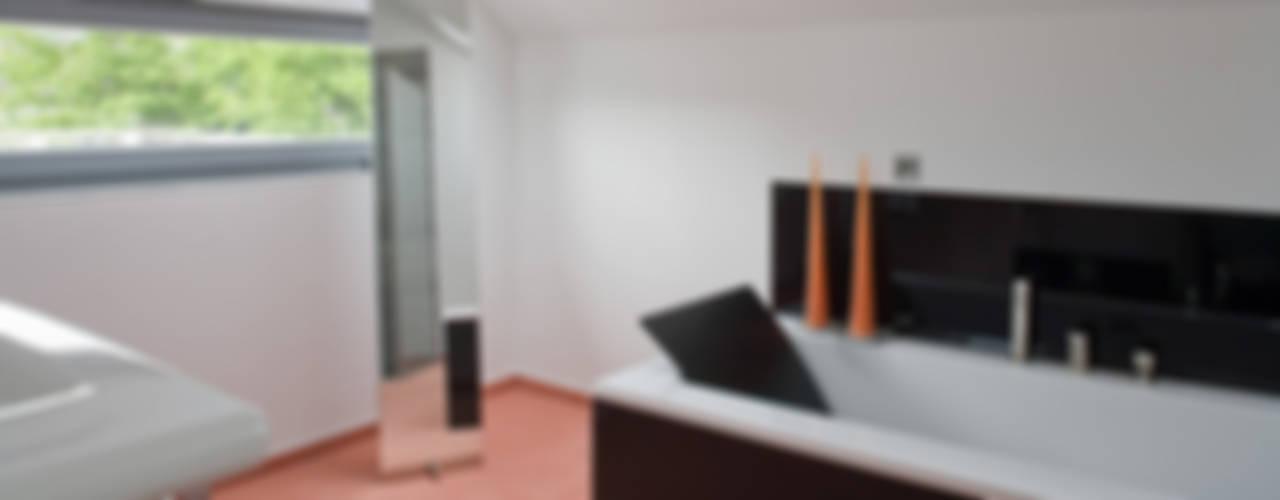 Projekty,  Łazienka zaprojektowane przez aaw Architektenbüro Arno Weirich, Nowoczesny