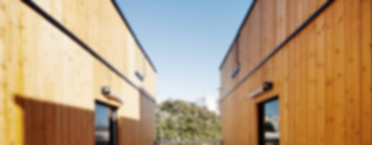 CONCEPTION - REALISATION DE 17 ET 18 LOGEMENTS BOIS A MONTREUIL Maisons modernes par LA Architectures Moderne