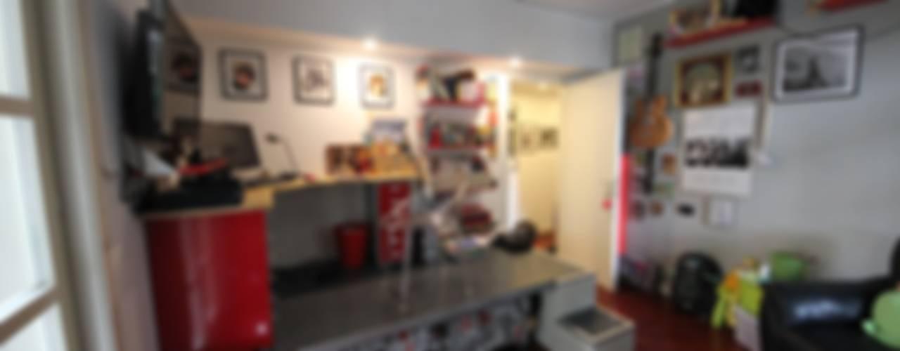 Bedroom by Falegnameria Ferrari