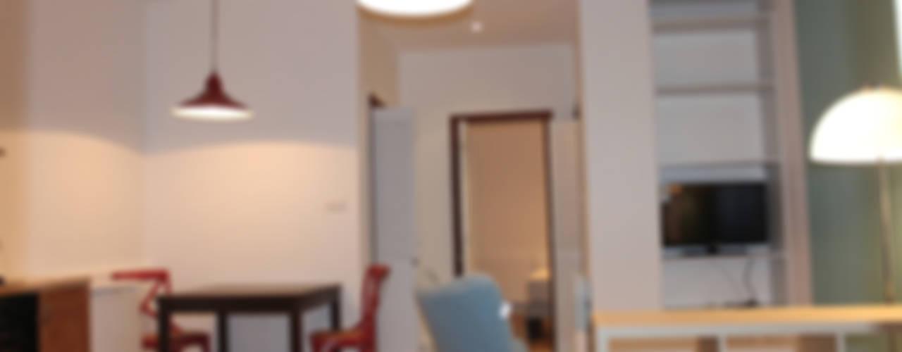 Sala da pranzo in stile in stile Eclettico di Agence ADI-HOME