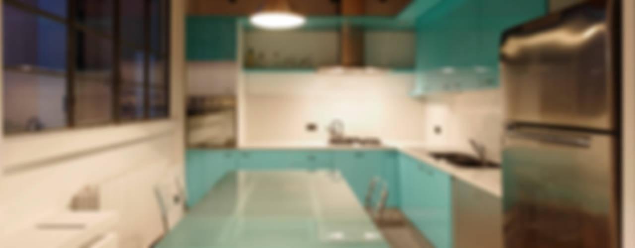 Loft a Milano; zona Ripa Ticinese Cucina moderna di Studio Arch. Matteo Calvi Moderno