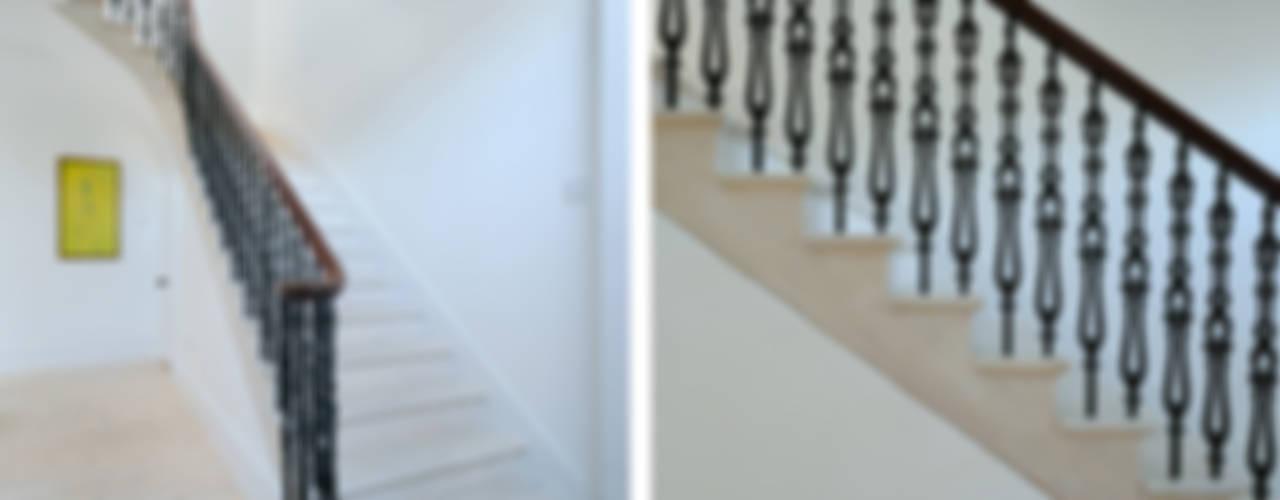 South Crown Street Pasillos, vestíbulos y escaleras de estilo clásico de Brown + Brown Architects Clásico