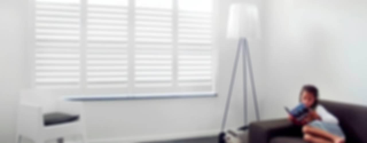 Shutters op maat Moderne woonkamers van Inhuisplaza b.v. Modern